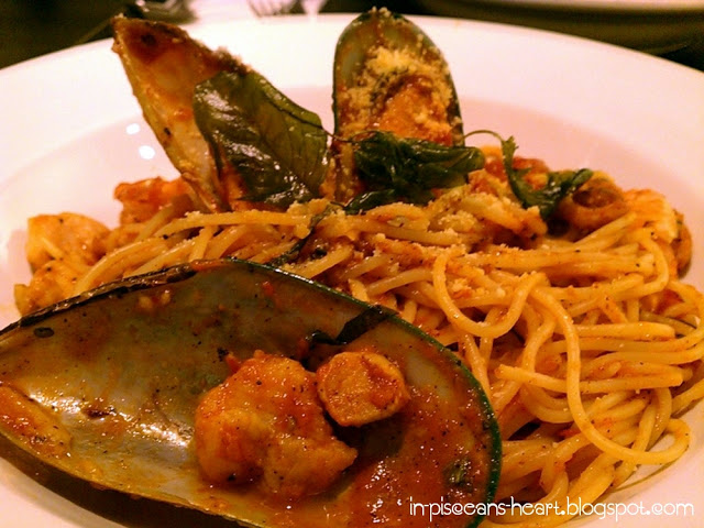 Marinara - Spaghetti tossed with pomodoro sauce and sauteed seafood (RM 29) Tastes so-so only.