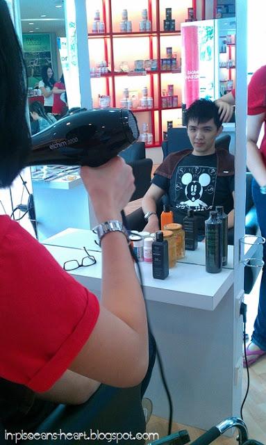 Jun Fook admiring himself in the mirror XD