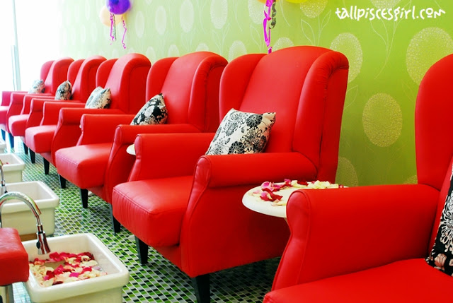 The interior of Bmic Nail Spa & Salon! I totally love it! <3 Can't wait for my manicure session teehee~~