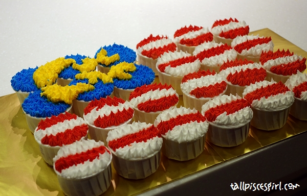 So our challenge of the day is to make a Malaysia flag with 24 cupcakes!