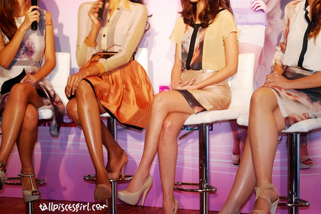 Wahhh!! Check out the smooth and long legs! I envy max!
