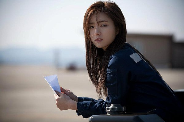 Se-yeong (Shin Se-kyung) in Soar into the Sun
