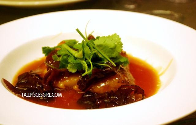 羊肚菌烩雪鱼 Pan Fried Cod Fish with Braised Morel Mushroom and Black Fungus in Oyster Sauce with a touch of Truffle Oil