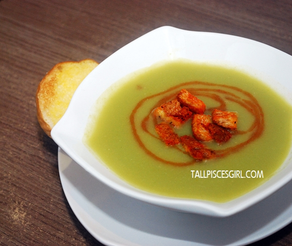 Pea Soup with Carrot Swirl