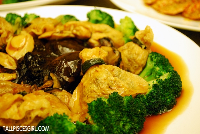 Braised Abalone with Dried Oyster and Sea Moss in 'Golden' Bag