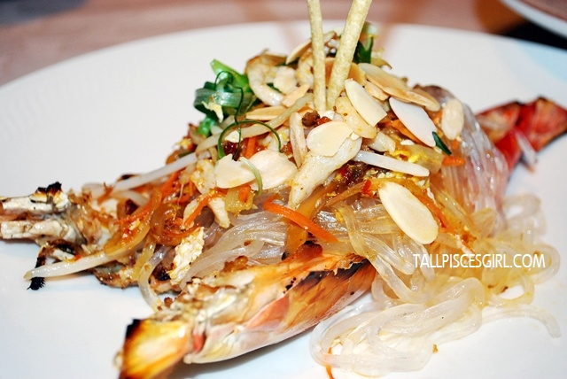Baked Fresh Water Prawn with Homemade Mayonnaise and Golden Garlic combined with Stir-Fried Crystal Noodle with Chicken Shredded and Ordinary Extra Sauce