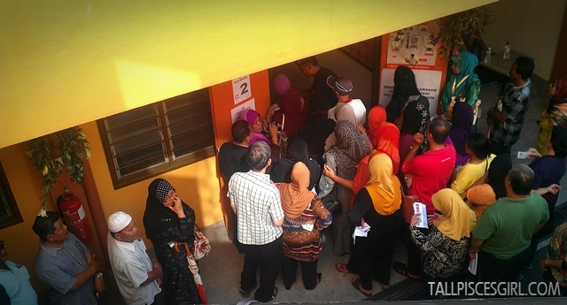 Warga emas queuing to vote but... where's the line?