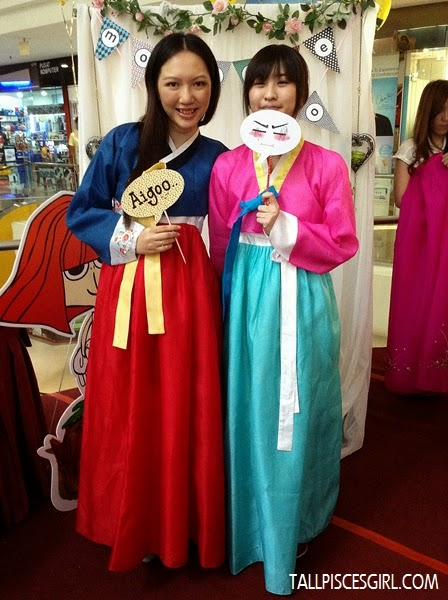Jennifer and I, both in Hanbok! ?