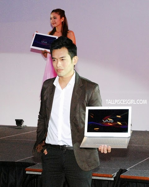 Models displaying the Sony VAIO® Duo 13