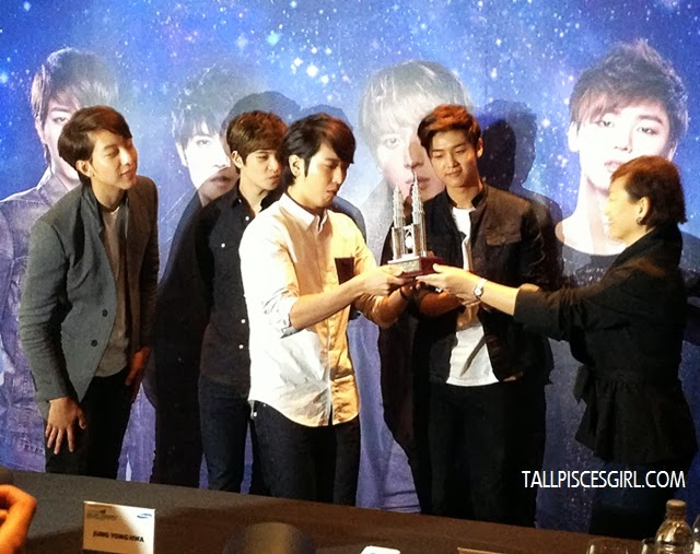 Lee Yong-hwa will be taking away our twin towers back to Korea XD