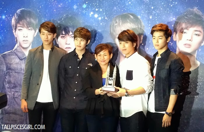 CNBLUE with Samsung representative