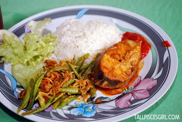 A closer view of RM 4 lunch set. This set was offered by Gerai No. 6 - Warung Pak Samad at Pusat Penjaja Selera Duta