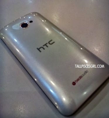 HTC Butterfly S back view