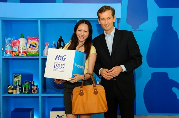 I won myself a box of P&G products in the lucky draw! I've never won any lucky draw before in my whole life!!