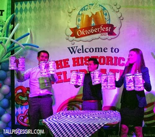 Traditional Oktoberfest activity: Beer mug holding competition