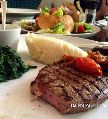 Juicy Sirloin Steak with Spinach and Mashed Potatoes
