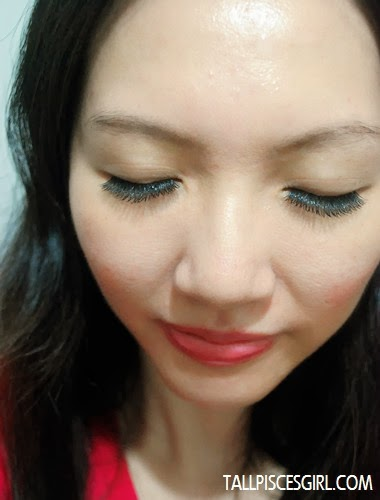 Eyelash extension: Front view (Eyes closed)