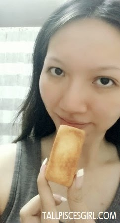 Please ignore my naked face, I just wanna nom the pineapple cake!