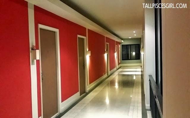 Hotel de Bangkok - Corridor leading to rooms