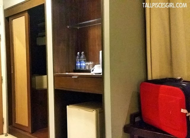 Hotel de Bangkok - Wardrobe with safe deposit box