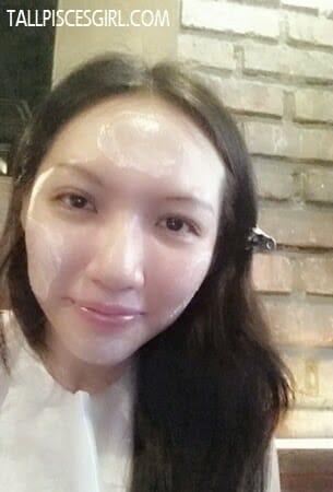 Using SEKKISEI Cleansing Cream to remove makeup, dirt and impurities