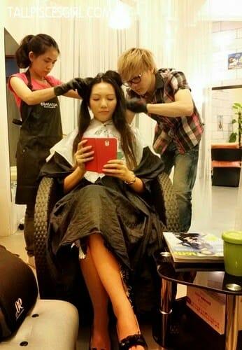 Hair dyeing in progress... Don't I look like Sailormoon? HAHA!