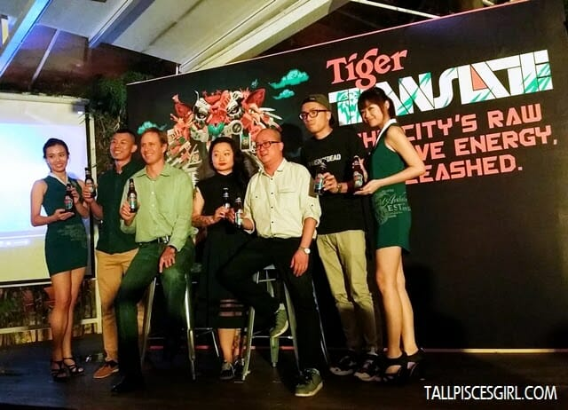 Tai See Wai (Marketing Manager, Tiger Beer) and Bruce Dallas (Marketing Director, GAB) with local artists involving in Tiger Translate
