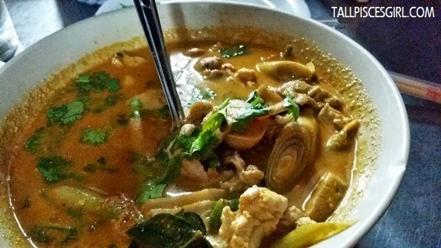Hot and Sour Soup with Mixed Seafood (80 baht)