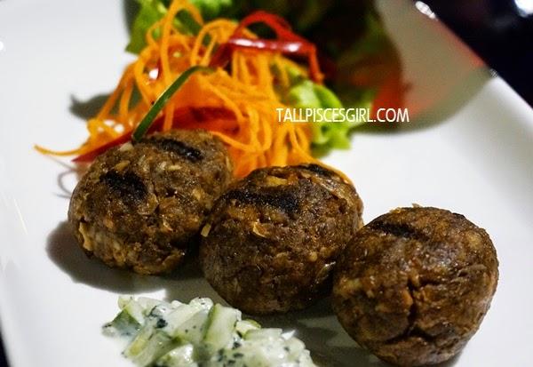 Lamb Koftas - Lamb patties served with green salad (RM 14)