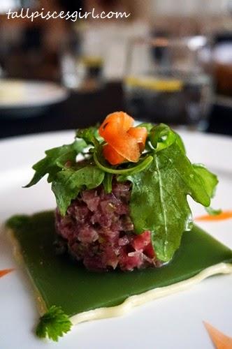 Tuna fish tartare, ginger oil, cucumber jelly