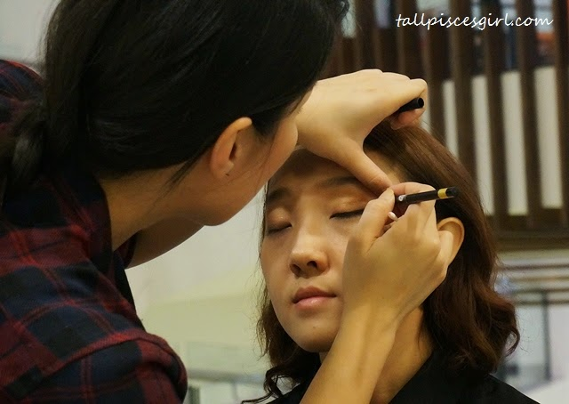 Touch In Sol makeup demonstration