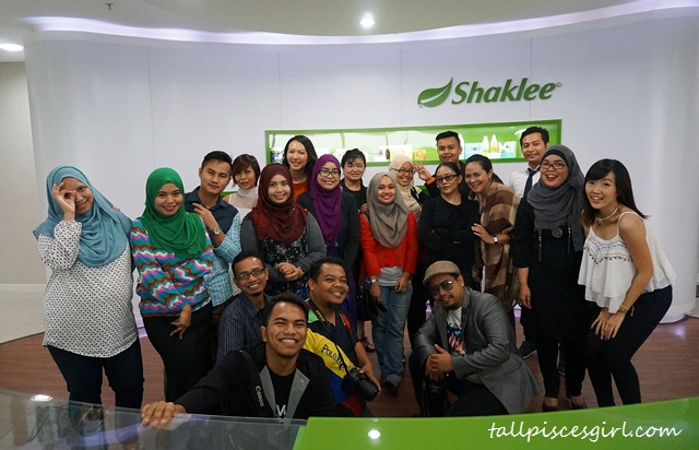 Group photo with bloggers @ Shaklee HQ