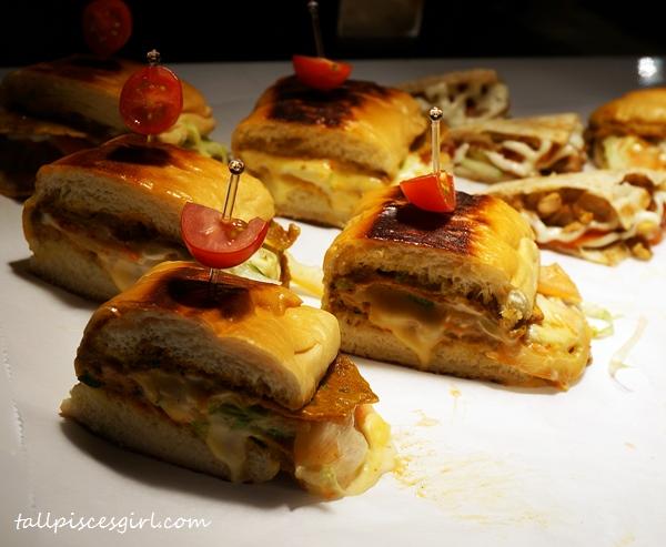 "Ramadhan Buffet Dinner 2015 @ Cinnamon Coffee House - Roti Bakar Meleleh ""Johnny"" Chicken"