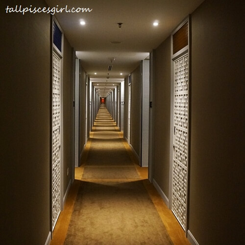 Estadia by Hatten - Hotel Corridor Leading Towards Rooms