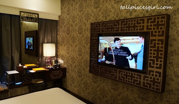 Estadia by Hatten - LED TV