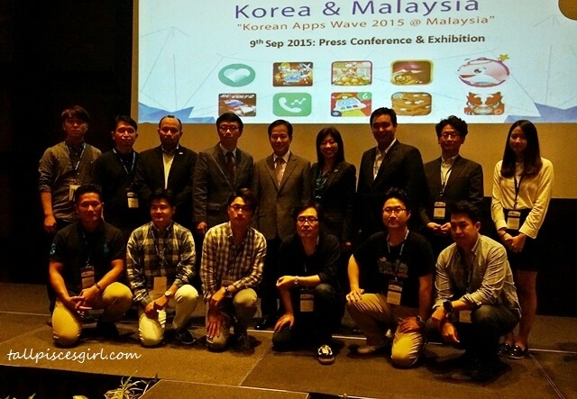 Group photo of organizers and Korean developers