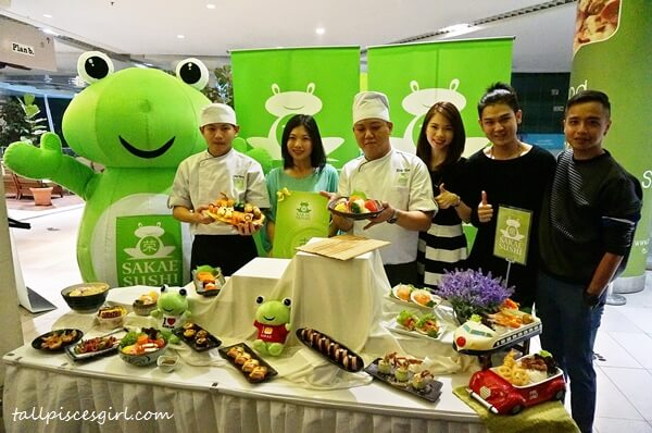 Local celebrities with Yew June, General Manager of Marketing for Sakae Sushi Malaysia and chefs