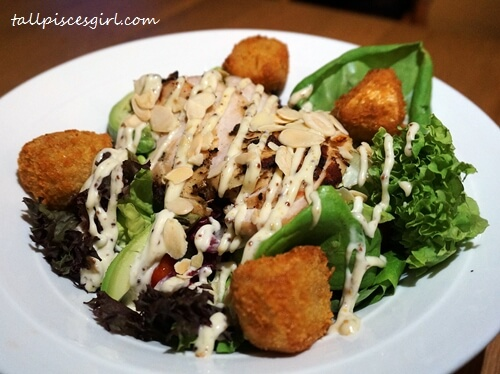 Chicken & Brie Salad (Price: RM 32.90)