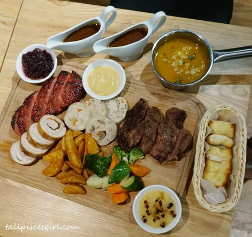 House Restaurant Santa's Christmas Platter (Price: RM 229 for 3-4 pax)