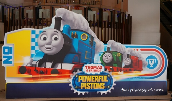Official Thomas & Friends: Powerful Pistons Christmas Edition