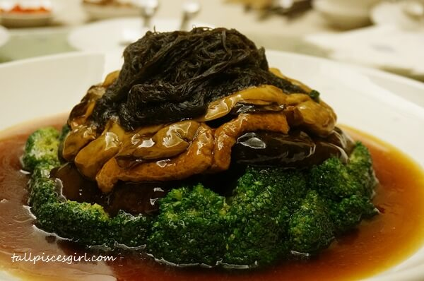 Zuan Yuan Chinese New Year Set 2016 - Braised Sliced Abalone, Mushroom, Sea Moss and Bean Curd with Garden Greens