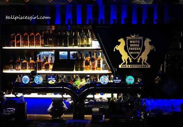 White Horse Tavern Bar & Restaurant