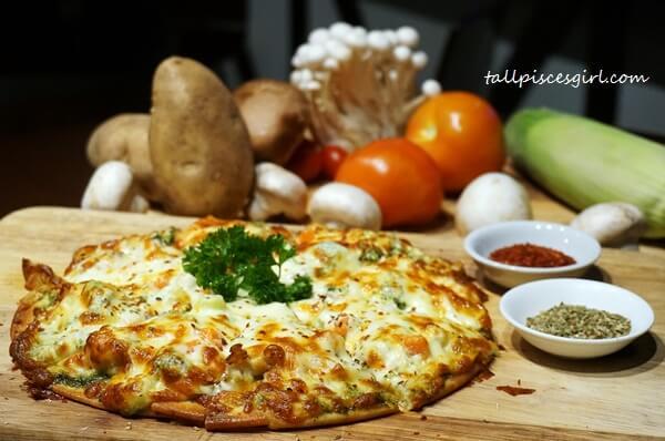 Deep Dish Alfredo Pizza (Price: RM 32)
