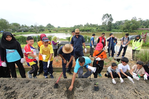 Students of Eco-Schools Programme were taught how to grow and plant
