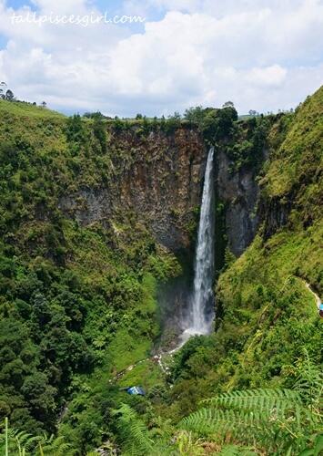 Portrait shot of Sipiso-piso Waterfall (Air Terjun Sipiso-piso)