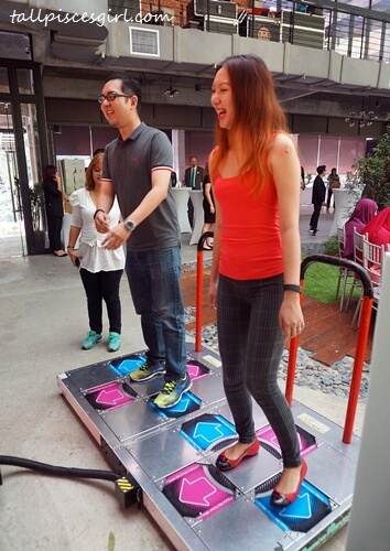 Isaac Tan vs. Charmaine Pua in arcade dance! Who are you rooting for?