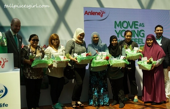 Anlene Malaysia also shown appreciation to all mothers at the launch by giving them a special gift!