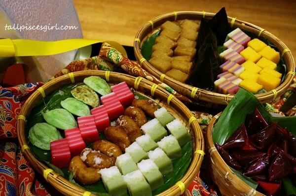 Traditional Kuih Muih @ TEMPTationS Buffet Ramadhan 2016, Renaissance KL