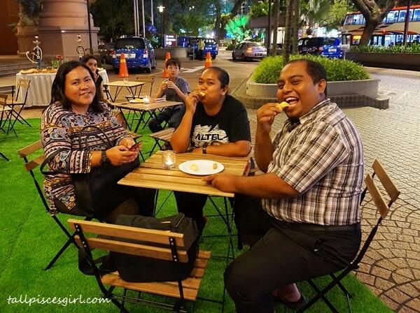 Bloggers: Cik Lily Putih, Nannie Isa and Mahadi enjoying the durian feast