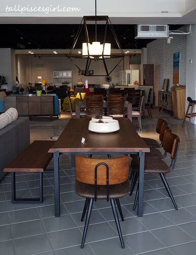 Dining set with a rustic touch